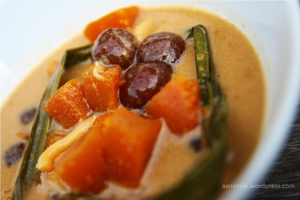 JAYAPURA_Labu Mentuk, terbut dari bola sagu, labu kuning,daun pandan, kelapa,gula merah, gula putih,kayu manis,