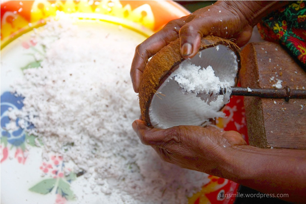 JAYAPURA_memarut kelapa